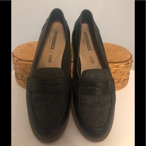 EUC Clarks Penny Loafer